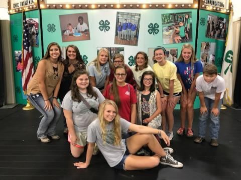 4-H teens posing for a group picture